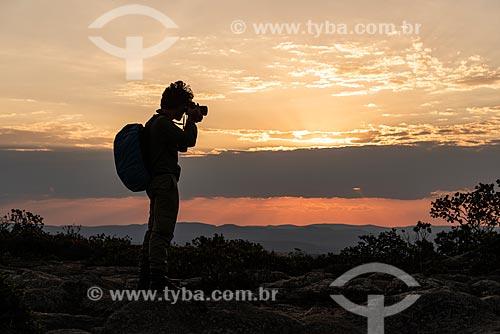 Garotas fazendo selfie na encosta do Morro do Pai Inácio - Parque Nacional da Chapada Diamantina  - Palmeiras - Bahia (BA) - Brasil
