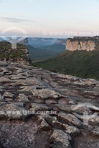 Fotógrafo no topo do Morro do Pai Inácio - Parque Nacional da Chapada Diamantina  - Palmeiras - Bahia (BA) - Brasil