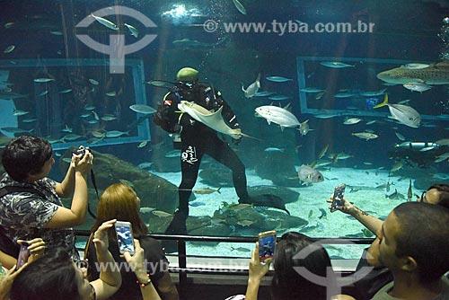 Mergulhadores no AquaRio - aquário marinho da cidade do Rio de Janeiro  - Rio de Janeiro - Rio de Janeiro (RJ) - Brasil