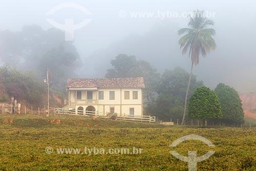 Fazenda colonial em manhã com nevoeiro  - Guarani - Minas Gerais (MG) - Brasil
