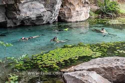 Flutuação em rio de água azul na Gruta da Pratinha  - Iraquara - Bahia (BA) - Brasil