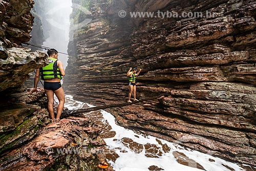 Turistas no Cânion da Cachoeira do Buracão  - Ibicoara - Bahia (BA) - Brasil