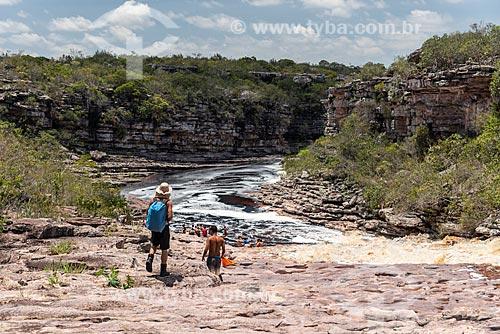 Turistas em trilha para a Cachoeira do Tiburtino  - Mucugê - Bahia (BA) - Brasil