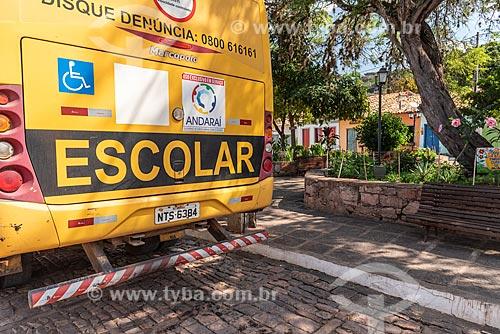 Detalhe de ônibus escolar no centro histórico de Igatu  - Andaraí - Bahia (BA) - Brasil