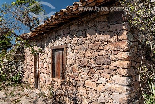 Casas feitas de pedra, utilizadas por antigos garimpeiros  - Andaraí - Bahia (BA) - Brasil