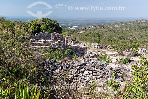 Ruínas de casas feitas de pedra, utilizadas por antigos garimpeiros  - Andaraí - Bahia (BA) - Brasil