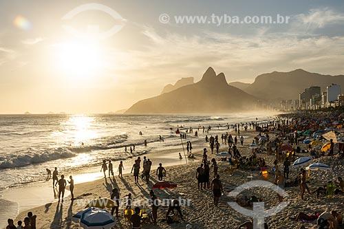 Vista do pôr do sol a partir da Praia de Ipanema  - Rio de Janeiro - Rio de Janeiro (RJ) - Brasil
