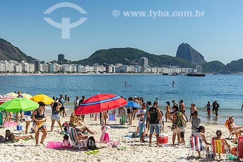 Vista da Praia de Copacabana com Pão de Açúcar ao fundo  - Rio de Janeiro - Rio de Janeiro (RJ) - Brasil