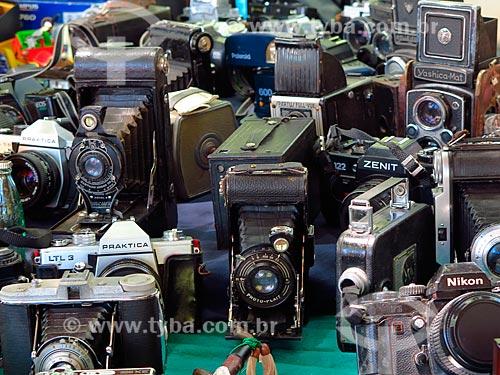 Máquinas fotográficas antigas à venda na Feira de artesanato do Brique da Redenção - Parque Farroupilha - também conhecido como Parque da Redenção  - Porto Alegre - Rio Grande do Sul (RS) - Brasil