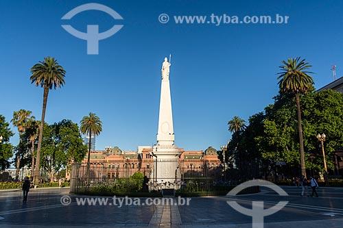 Pirâmide de Mayo e a Casa Rosada (1898) - também conhecida como Casa de Gobierno é a sede do governo da Argentina  - Buenos Aires - Província de Buenos Aires - Argentina