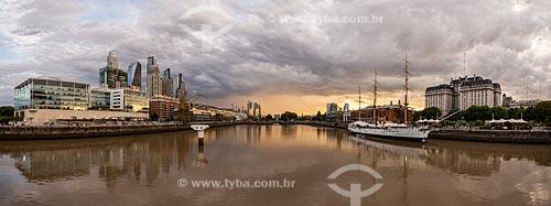Orla de Puerto Madero com Fragata ARA Presidente Sarmiento ancorada  - Buenos Aires - Província de Buenos Aires - Argentina