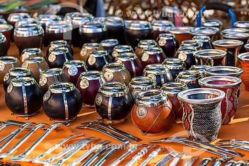 Cuias tradicionais para beber chá mate à venda em mercado de rua  - Buenos Aires - Província de Buenos Aires - Argentina