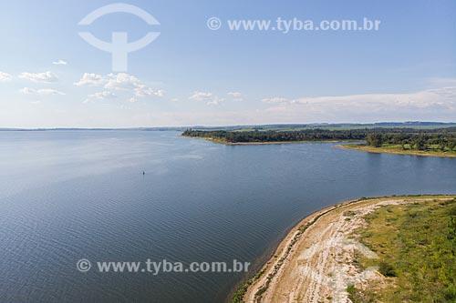 Vista de drone de praia fluvial na margem direita do Rio Tietê  - Mineiros do Tietê - São Paulo (SP) - Brasil