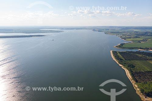 Vista de drone do reservatório da Usina Hidrelétrica de Barra Bonita no Rio Tietê  - Mineiros do Tietê - São Paulo (SP) - Brasil