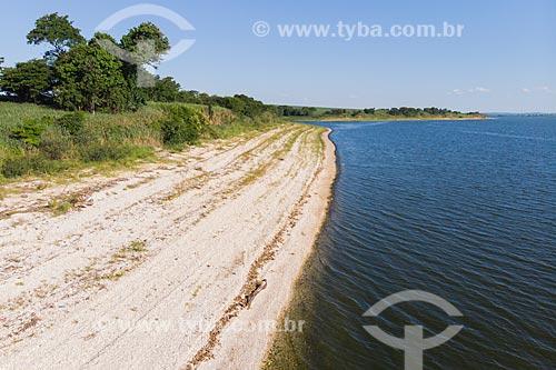 Vista de drone de mata ciliar remanescente na margem do Rio Tietê, e reservatório da Usina Hidrelétrica de Barra Bonita  - Mineiros do Tietê - São Paulo (SP) - Brasil