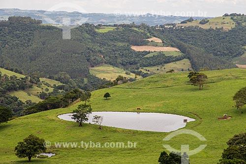 Açude em pequena propriedade na Serra da Fartura  - São João do Oeste - Santa Catarina (SC) - Brasil