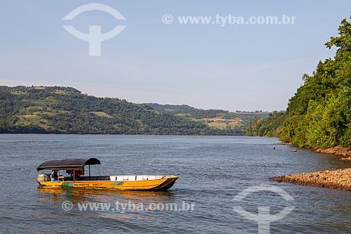 Barco de transporte de passageiros no Rio Uruguai, entre Itapiranga-SC e Barra do Guarita-RS - Divisa de Santa Catarina com o Rio Grande do Sul  - Itapiranga - Santa Catarina (SC) - Brasil