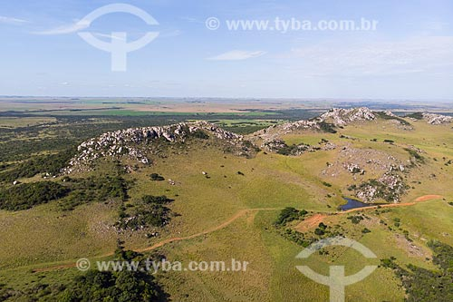 Foto feita com drone do Cerro do Jarau, formado a partir de impacto de meteorito  - Quaraí - Rio Grande do Sul (RS) - Brasil