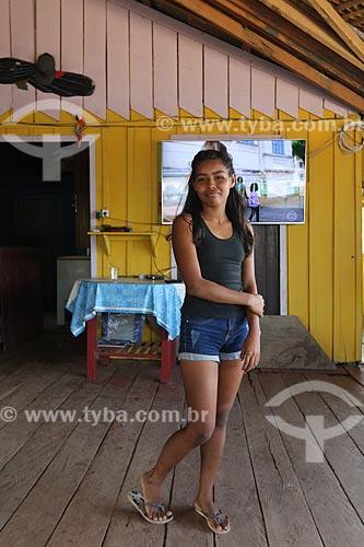 Adolescente, moradora da comunidade - Reserva de Desenvolvimento Sustentável Igapó-Açu  - Borba - Amazonas (AM) - Brasil