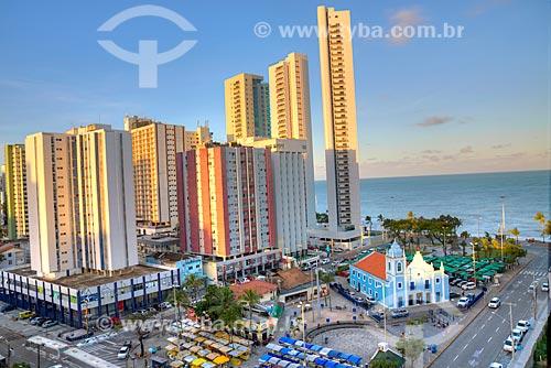Vista da Praça de Boa Viagem com feira de artesanato e a Igreja de Nossa Senhora da Boa Viagem (1743)  - Recife - Pernambuco (PE) - Brasil