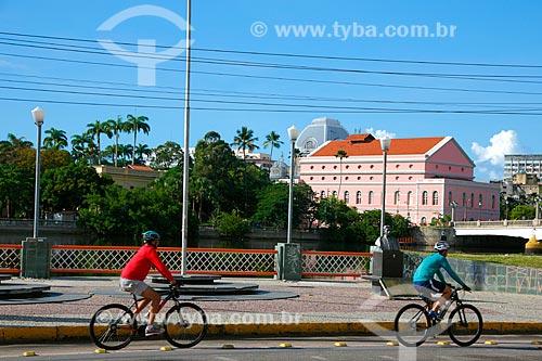 Ciclistas na ciclovia da Rua da Aurora  - Recife - Pernambuco (PE) - Brasil