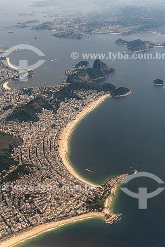 Vista aérea do Arpoador e da Praia de Copacabana com Niterói ao fundo  - Rio de Janeiro - Rio de Janeiro (RJ) - Brasil