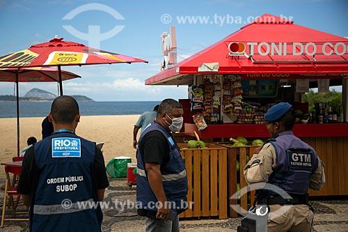 Operação da prefeitura, orientando donos de quiosques a não funcionarem para não causar aglomerações - Crise do Coronavírus  - Rio de Janeiro - Rio de Janeiro (RJ) - Brasil