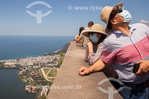 Turistas usando máscaras em visita ao Cristo Redentor - Crise do Coronavírus  - Rio de Janeiro - Rio de Janeiro (RJ) - Brasil