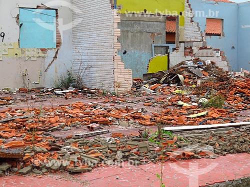 Demolição de casa na Praia da Cidreira  - Cidreira - Rio Grande do Sul (RS) - Brasil