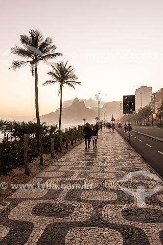 Vista do pôr do sol a partir da orla da Praia de Ipanema  - Rio de Janeiro - Rio de Janeiro (RJ) - Brasil
