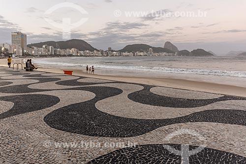 Entardecer na Praia de Copacabana durante a quarentena - Crise do Coronavírus  - Rio de Janeiro - Rio de Janeiro (RJ) - Brasil