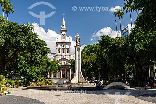 Largo do Machado com a Igreja Matriz de Nossa Senhora da Glória (1872) ao fundo  - Rio de Janeiro - Rio de Janeiro (RJ) - Brasil