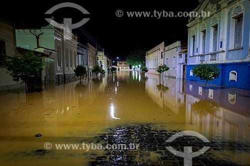 Vista de casarões antigos e ruas alagadas devido à cheia do Rio Pomba   - Guarani - Minas Gerais (MG) - Brasil