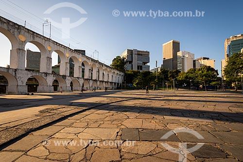 Vista dos Arcos da Lapa (1750) com prédios ao fundo  - Rio de Janeiro - Rio de Janeiro (RJ) - Brasil