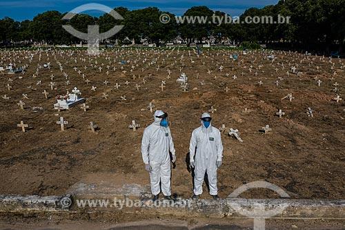 Foto feita com drone de valas comuns no Cemitério de São Francisco Xavier - mais conhecido como Cemitério do Caju - Crise do Coronavírus  - Rio de Janeiro - Rio de Janeiro (RJ) - Brasil