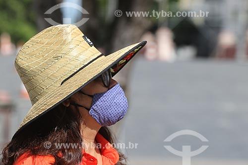 Mulher com máscara para proteção contra o Coronavírus  - Manaus - Amazonas (AM) - Brasil