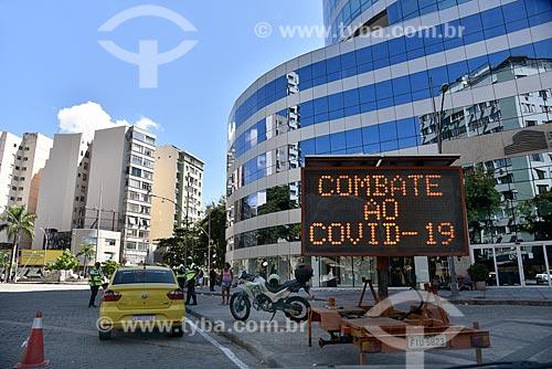 PMV Móvel - Painel de Mensagem Variável alertando sobre o combate ao Covid-19 - Crise do Coronavírus  - Rio de Janeiro - Rio de Janeiro (RJ) - Brasil