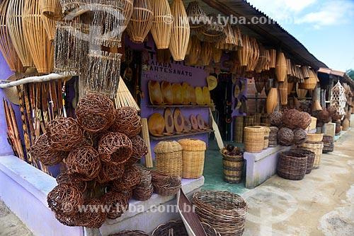 Comércio de artesanato indígena da etnia Pataxó  - Porto Seguro - Bahia (BA) - Brasil