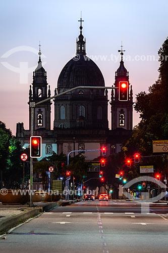 Vista da Igreja de Nossa Senhora da Candelária (1609) ao amenhecer no período da quarentena devido à Crise do Coronavírus  - Rio de Janeiro - Rio de Janeiro (RJ) - Brasil