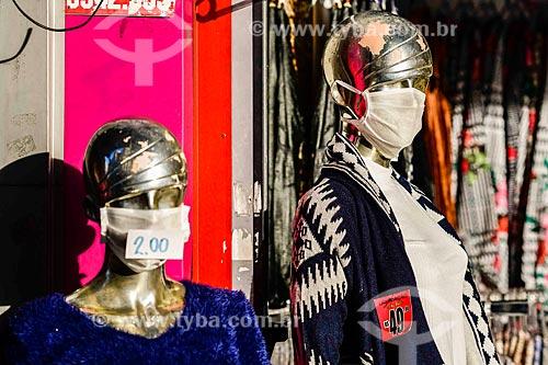 Manequim de loja com máscara de proteção - Crise do Coronavírus  - Porto Alegre - Rio Grande do Sul (RS) - Brasil
