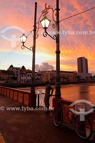 Ponte Maurício de Nassau com estátua de Joaquim Cardoso  - Recife - Pernambuco (PE) - Brasil