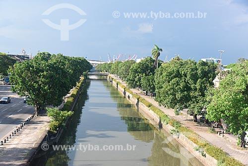 Canal do Mangue em meio às pistas da Avenida Francisco Bicalho  - Rio de Janeiro - Rio de Janeiro (RJ) - Brasil