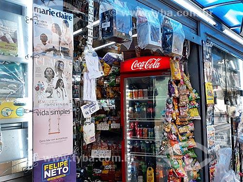 Máscara de proteção à venda em banca de jornais na Cinelândia - Crise do Coronavírus  - Rio de Janeiro - Rio de Janeiro (RJ) - Brasil