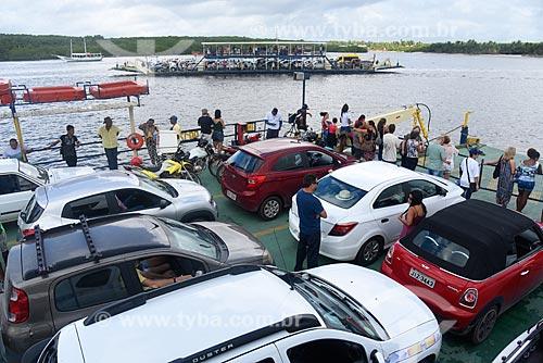 Balsas fazendo a travessia de veículos e passageiros no Rio Buranhém  - Porto Seguro - Bahia (BA) - Brasil