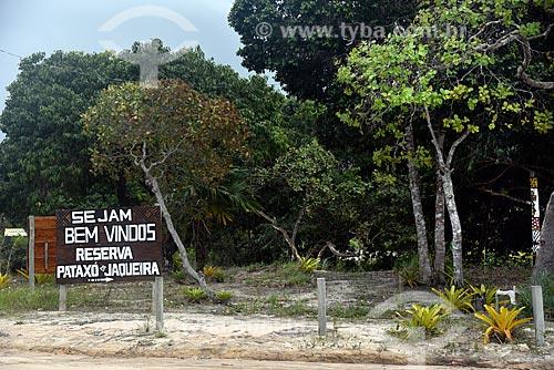 Placa de boas vindas à Reserva Pataxó da Jaqueira  - Porto Seguro - Bahia (BA) - Brasil
