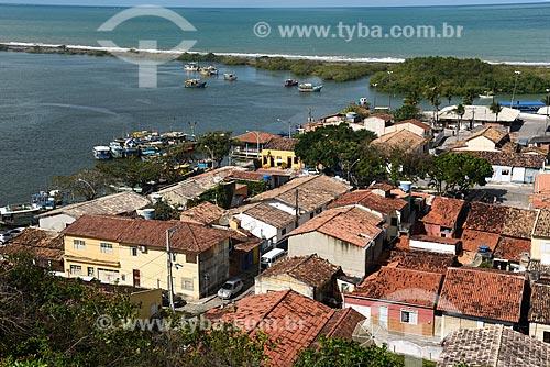 Casas da parte baixa da cidade de Santa Cruz Cabrália - região portuária com o Rio João de Tiba e Oceano Atlântico ao fundo  - Santa Cruz Cabrália - Bahia (BA) - Brasil