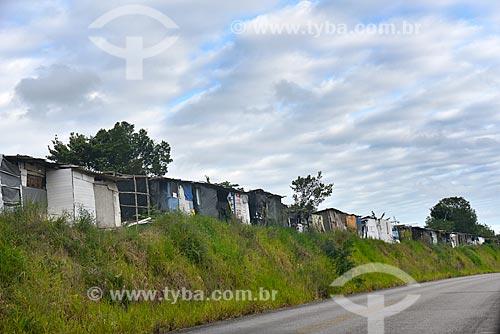 Acampamento do MST em beira de estrada - Movimento dos Trabalhadores Rurais Sem Terra  - Belmonte - Bahia (BA) - Brasil