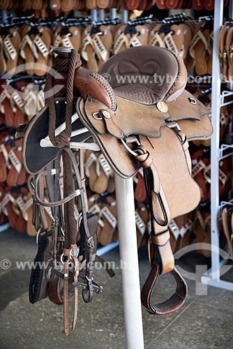 Sela de couro, peça de montaria - à venda em loja no Centro Histórico de Arraial DAjuda  - Porto Seguro - Bahia (BA) - Brasil