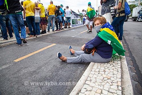 Manifestação pró Presidente Jair Bolsonaro na orla da Praia de Copacaba - Marcha da Família pró Bolsonaro com Deus  - Rio de Janeiro - Rio de Janeiro (RJ) - Brasil