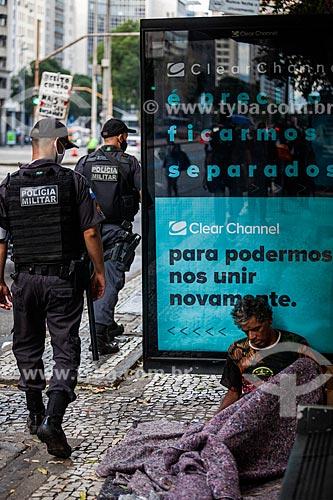 Marcha antirracista Vidas Negras Importam - Manifestantes pedindo pelo fim do racismo no Brasil inspirados pelo Movimento Vidas Negras Importam  - Rio de Janeiro - Rio de Janeiro (RJ) - Brasil